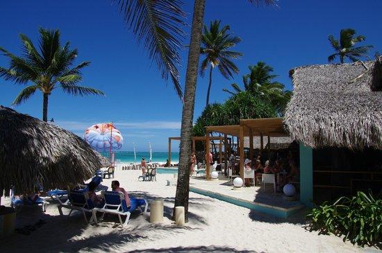 Tropical Princess Beach Resort & Spa: Le bar et snack de la plage
