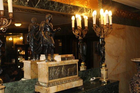 Danubius Hotel Astoria City Center : Холл