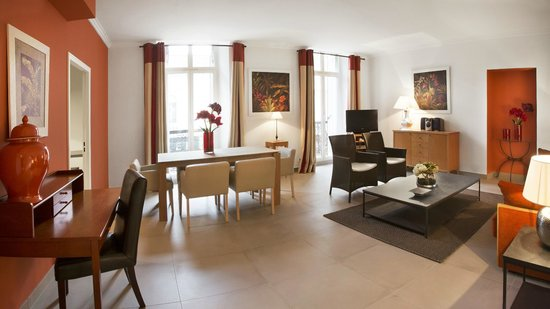 Cannes Croisette Prestige Apparthotel: 3 Rooms Espace living-room