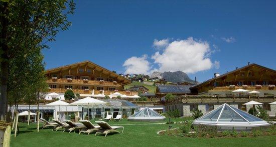 Burg Vital Resort: Burgvitalresort von aussen im Sommer