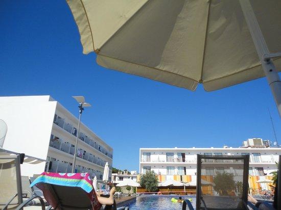 Hotel Puchet: Pool View