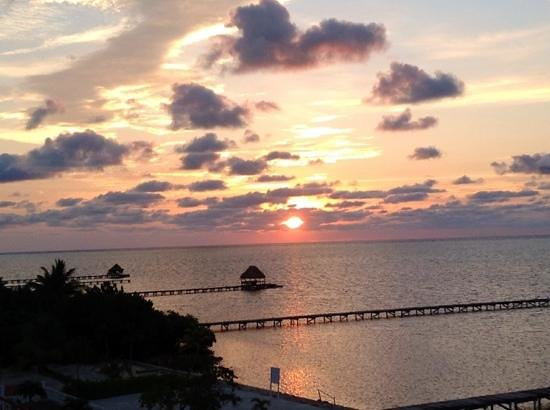 Hol Chan Reef Resort Villas: Sunrise at Hol Chan