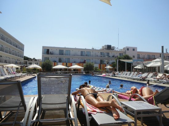Hotel Puchet : Poolside view