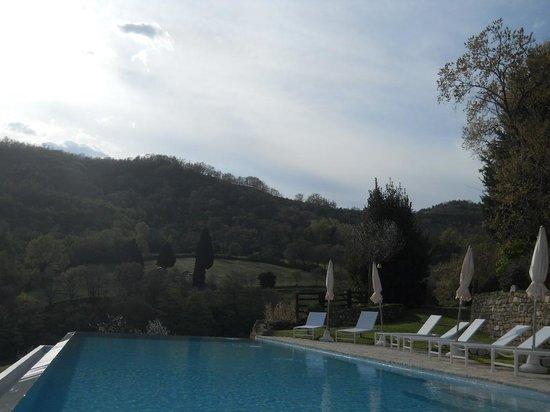 Borgo di Carpiano : panorama dalla piscina