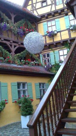Hezelhof Hotel: Innenhof