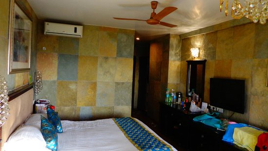 Ravine Hotel: Entrance