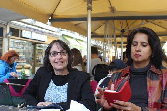 Pastelaria Casa Brasileira: Aguardando bacalhau em Casa Brasileira - Rosário e Sandra