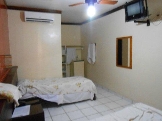 Hotel Shangrila : tv muito pequena
