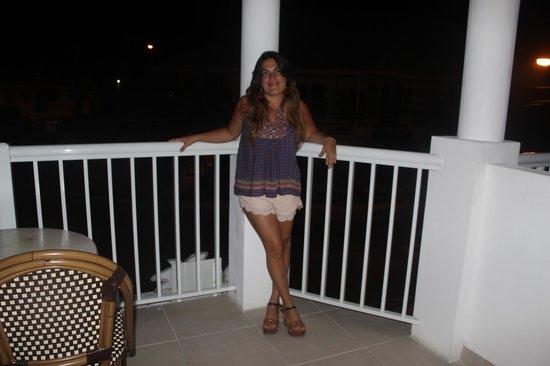Tropical Suites Hotel: Balcon con vista a la calle!