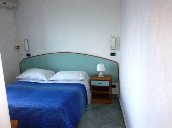 Hotel New Crostolo: Stanza da letto pulita