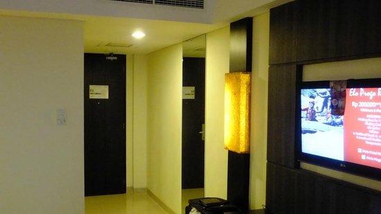 Atria Hotel Magelang: Entrance to room