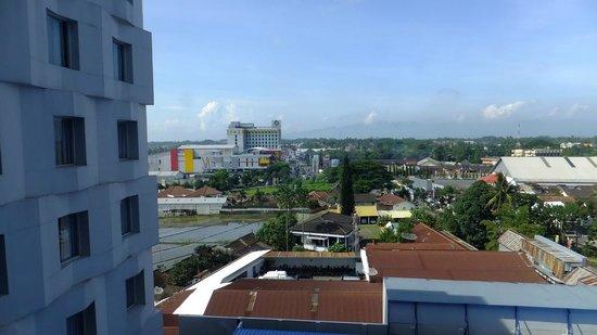 Atria Hotel Magelang: View to Artos Hotel