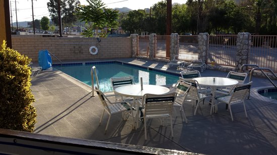 Travelodge Santa Clarita/Valencia : pool area