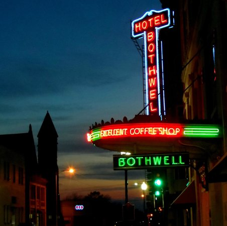 Hotel Bothwell, an Ascend Collection hotel: They say the neon lights are bright in Sedalia.