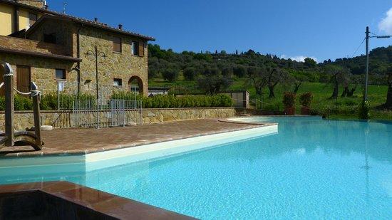Il Borgo sul Lago : piscina