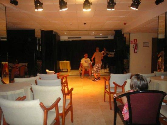 Hotel Magic Villa de Benidorm: Entertainment Room