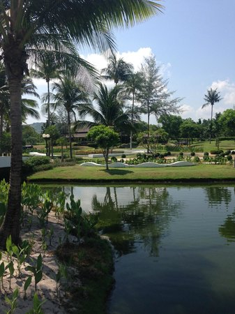 Centara Grand West Sands Resort & Villas Phuket: Beatiful, well maintained grounds