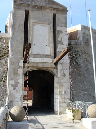 Les Musees de La Citadelle: drawbridge entrance to Citadelle