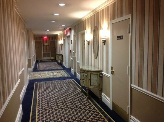 Wolcott Hotel: Corridor