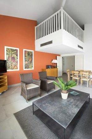 3 pièces Duplex salon/mezzanine - Picture of Cannes Croisette ...