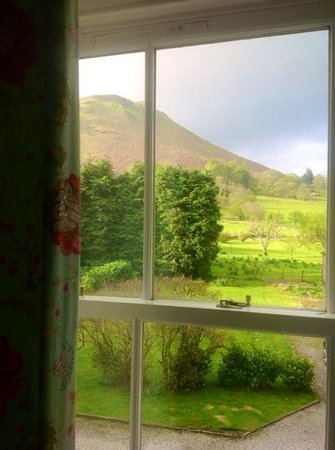 Swinside Lodge Hotel: catbells in the back garden