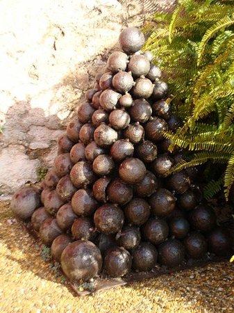 Les Musees de La Citadelle: cannonballs