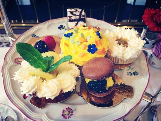 Egerton House Hotel: Scrumptious cakes