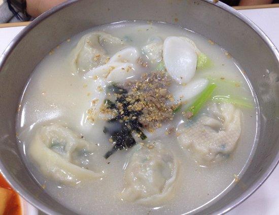 Hamheung myeonok: マンドゥ入り牛骨スープ☆