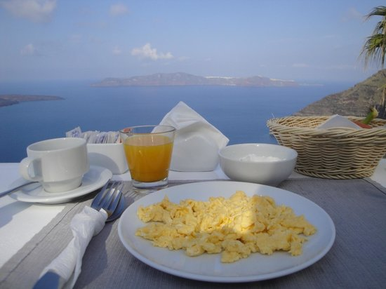 Mill Houses Elegant Suites : breakfast on the terrace