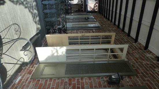 Place d'Armes Hotel : King Suite - St. Anne's St.  Balcony Doors open.