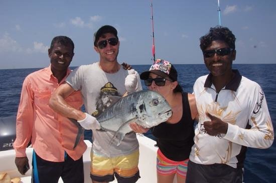 Maakeyolhu Fishing Charters: last fish of the day 'what a team!'