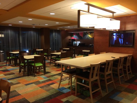 Fairfield Inn & Suites Des Moines West: Breakfast area