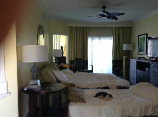 Atlantis - Harborside Resort: Pullout and cot for the kids