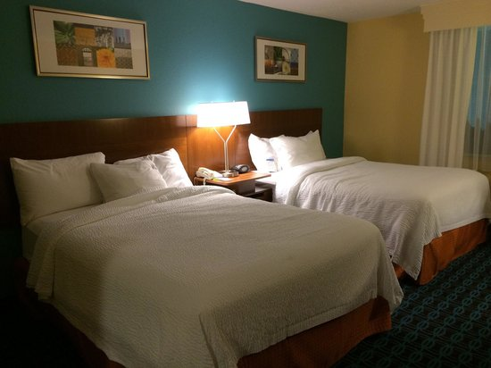 Fairfield Inn & Suites Des Moines West: Comfortable sleeping area