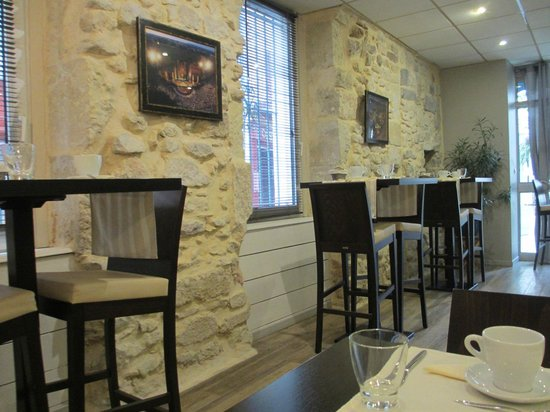 Hotel L'Herbier d Orange : Breakfast room