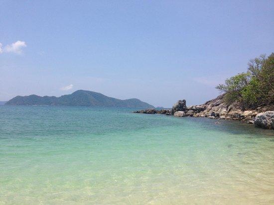 Bon Island Restaurant : Clear water on Bon Island