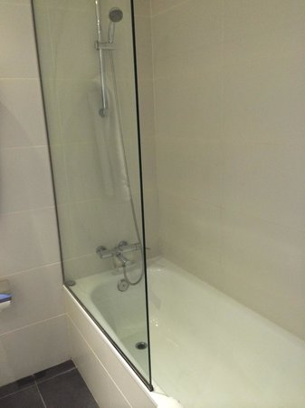 Hotel Sant Antoni: Bagno con vasca