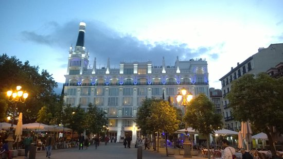 ME BY MELIA MADRID Reina Victoria : View of the Hotel from the square