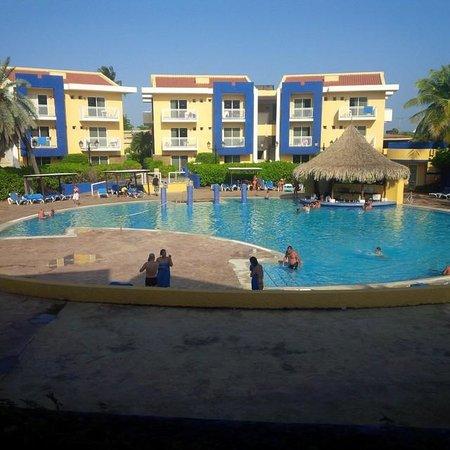 Hesperia Playa El Agua : zona de la piscina esṕectacular