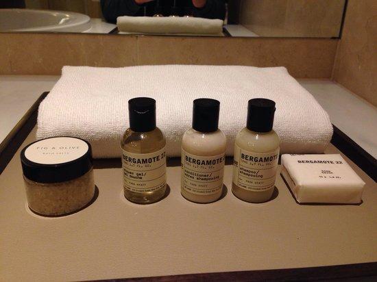 Park Hyatt Sydney: Bath salts and a thin towel for use with the bath