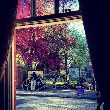 The Cross Keys: Vista da janela
