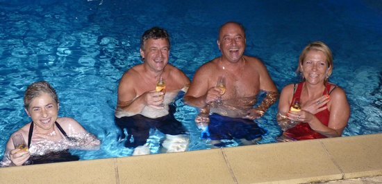 Villa Rayon Vert : new year in the pool with champagne