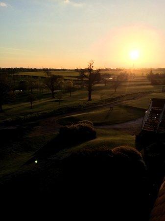 BEST WESTERN PLUS Coventry Windmill Village Hotel Golf & Spa : sun set on golf course