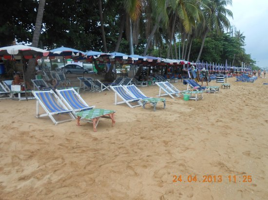 SeaSide Jomtien Beach: Пляж