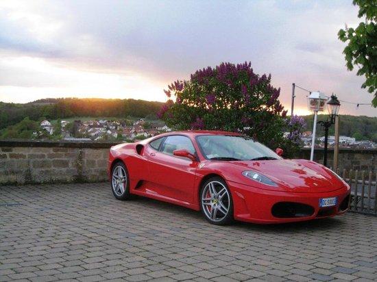 Hotel-Restaurant Zehntscheune: Parcheggio privato per Ferrari