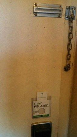 Holiday Inn Louisville East - Hurstbourne: Door to Hallway