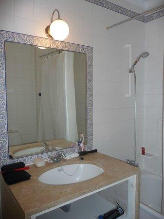 Cerro Malpique Aparthotel: Bathroom