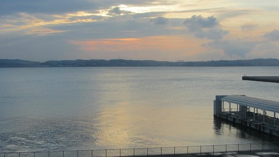 Comfort Hotel Central International Airport: View from the room over the  bay of Nagoya