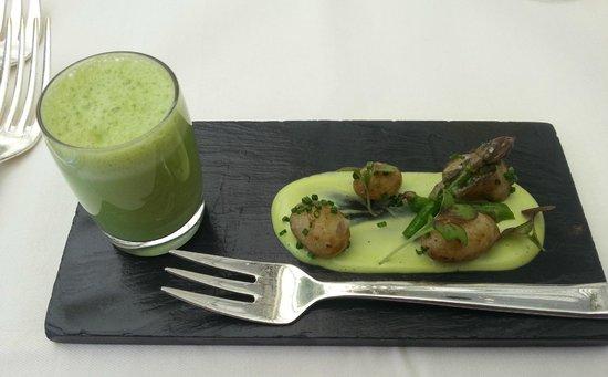 Belmond Le Manoir aux Quat'Saisons : Soup in a shot glass!