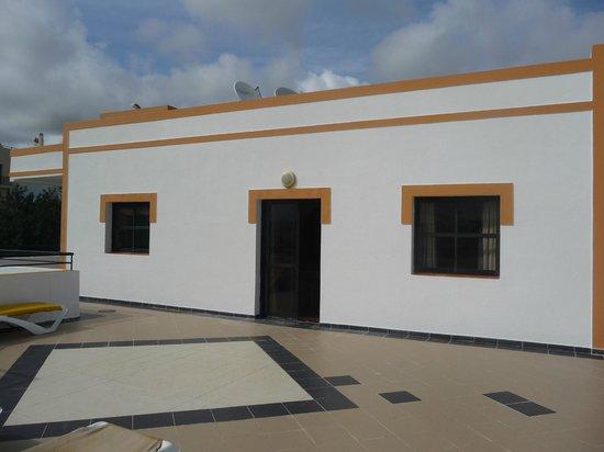 Cerro Malpique Aparthotel : Exterior of apartment from roof terrace